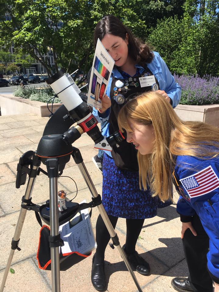 Genevieve is a PhD astronomer who runs the outreach at the observatory at the National Air and Space Museum, Smithsonian Institution
